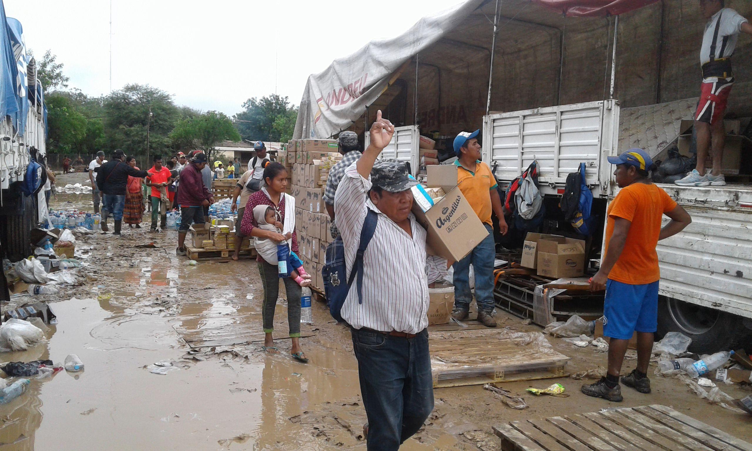 Once camioneros al rescate de un pueblo wichí bajo el agua