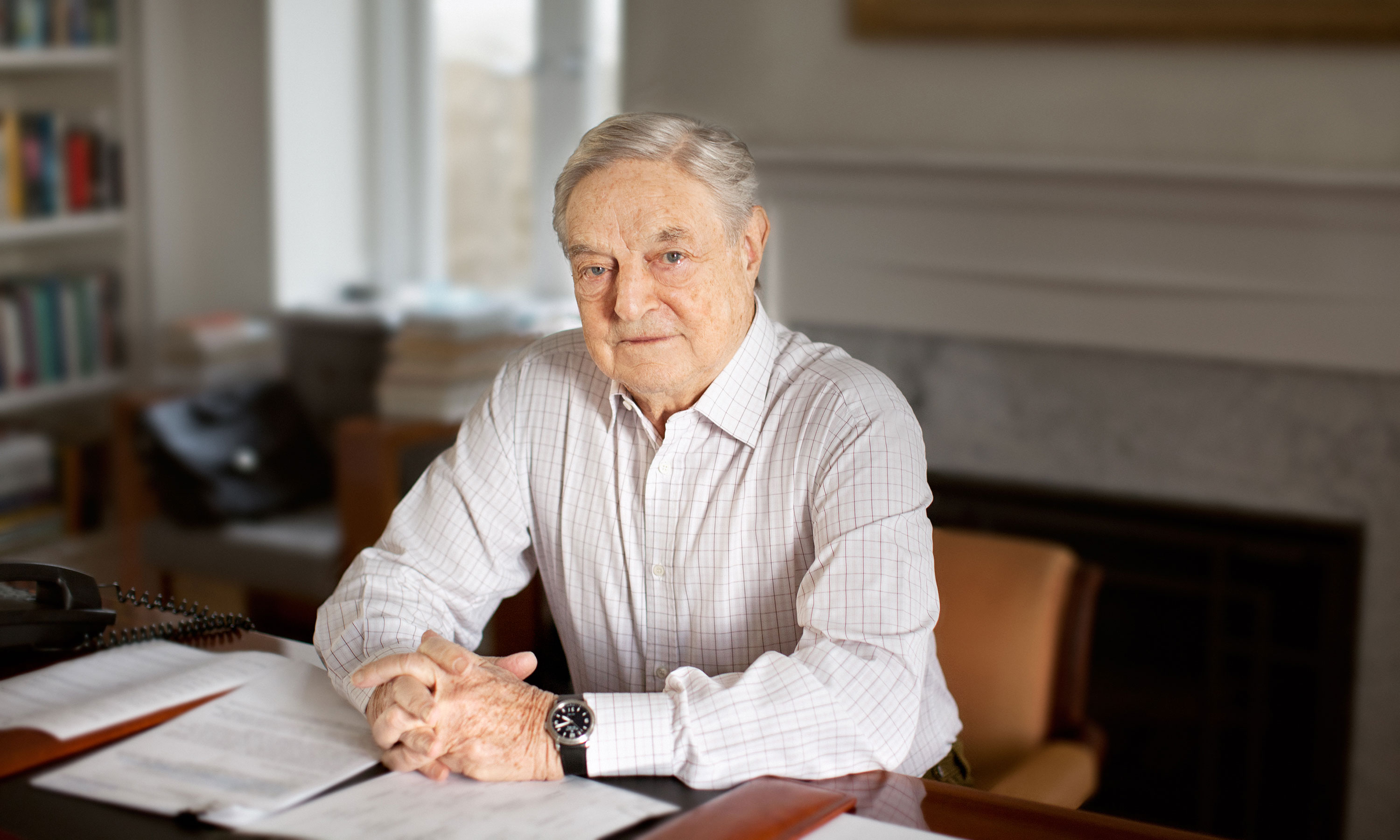 https://www.redaccion.com.ar/wp-content/uploads/2018/05/george_soros_at_desk.jpg