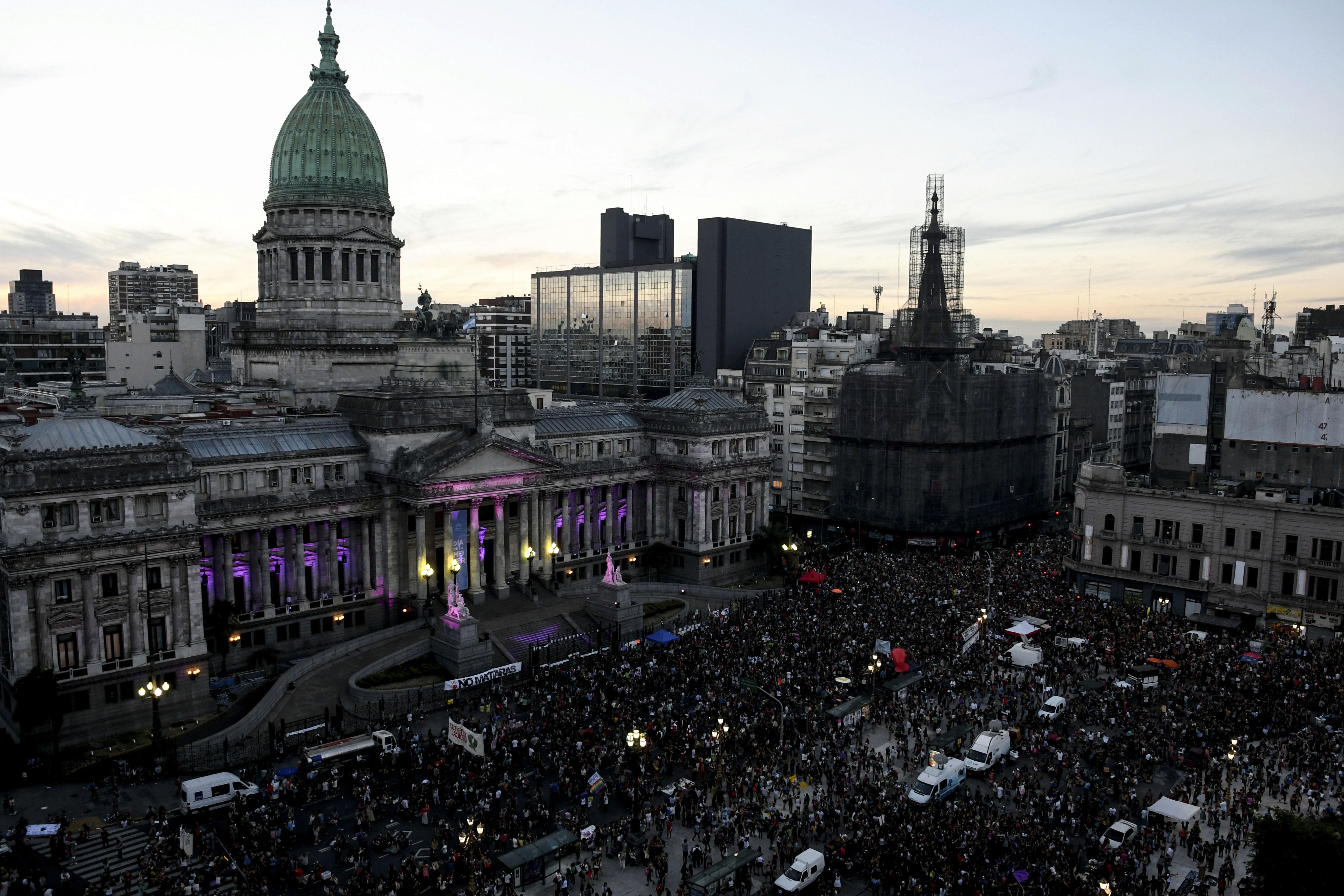 Por Ley, en la Argentina las mujeres aún no pueden hacer los mismos trabajos que los hombres