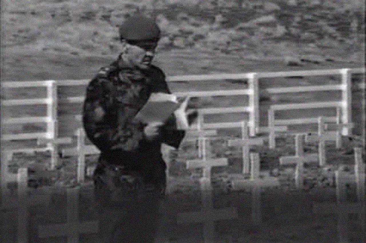 """G. Cardozo, el inglés que enterró los cuerpos en Malvinas: """"Tenía mucha bronca porque no había podido identificar a todos los chicos, ahora siento algo de alivio"""""""