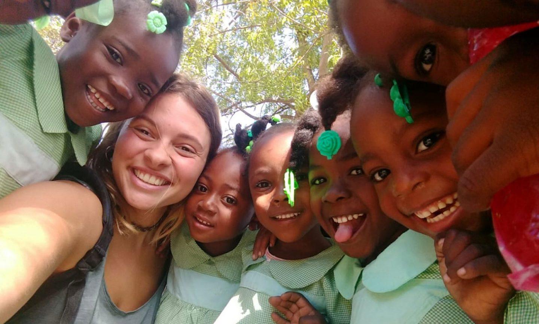 Tiene 21 años y dejó todo para irse de voluntaria a Haití