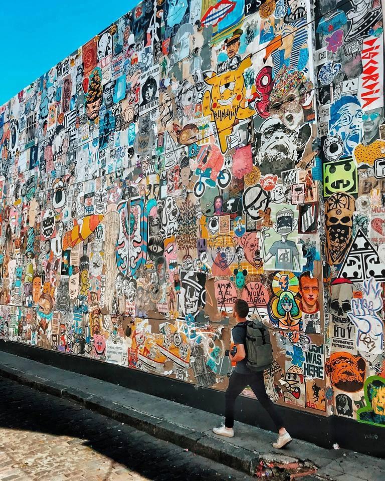 Un paredón en pleno palermo, intervenido por más de 200 artistas del paste up.   Foto: BA Paste Up