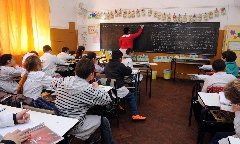 Prueban cambios en la forma de enseñar para bajar la repitencia en las escuelas bonaerenses