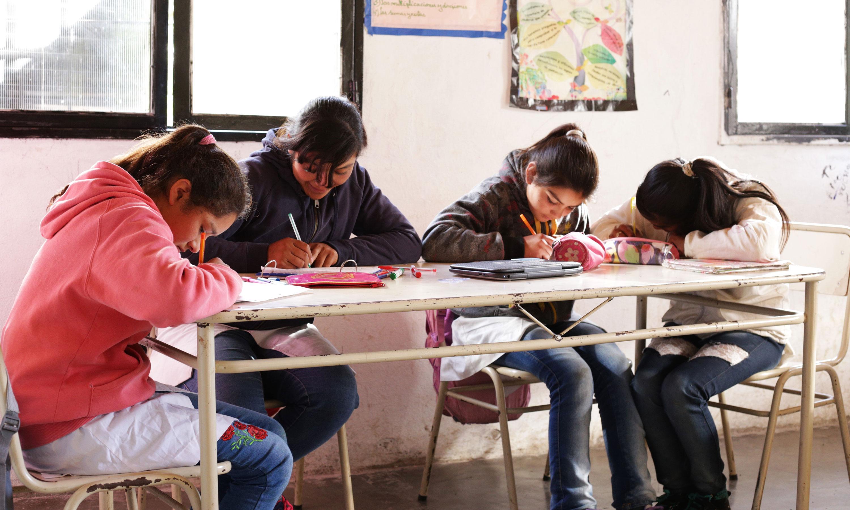 Pese a que es obligatoria, muchas comunidades rurales no tienen escuelas secundarias