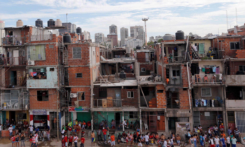 Los detalles del ambicioso proyecto del gobierno que haría propietarios a 3.5 millones de personas que viven en villas