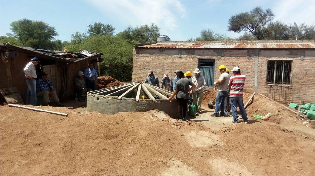 Las cisternas son de 3,5 metros de diámetro y 3 metros de alto, una parte bajo tierra.