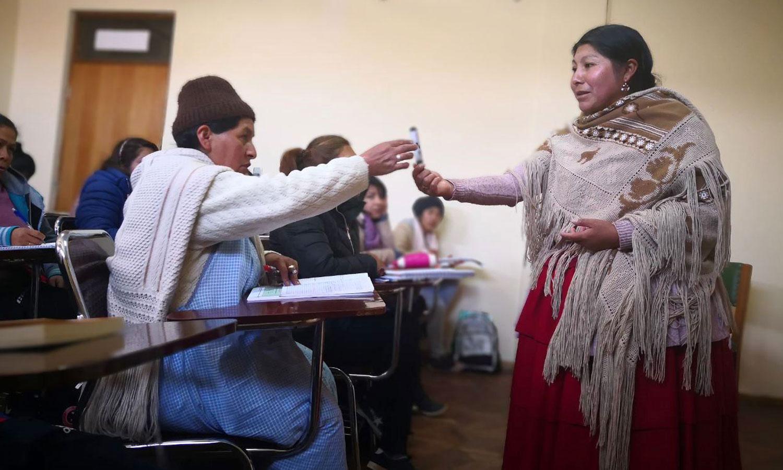 """El auge del aymara, el idioma de las palabras alucinantes como """"Aruskipt'asiñanakasakipunirakispawa"""""""