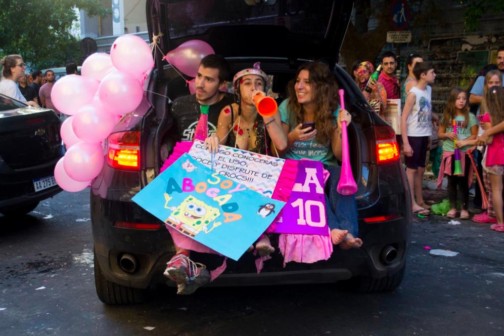 Economistas por un festejo responsable: en la UBA y la Universidad de Córdoba quieren fiestas de egresados sin huevos ni harina