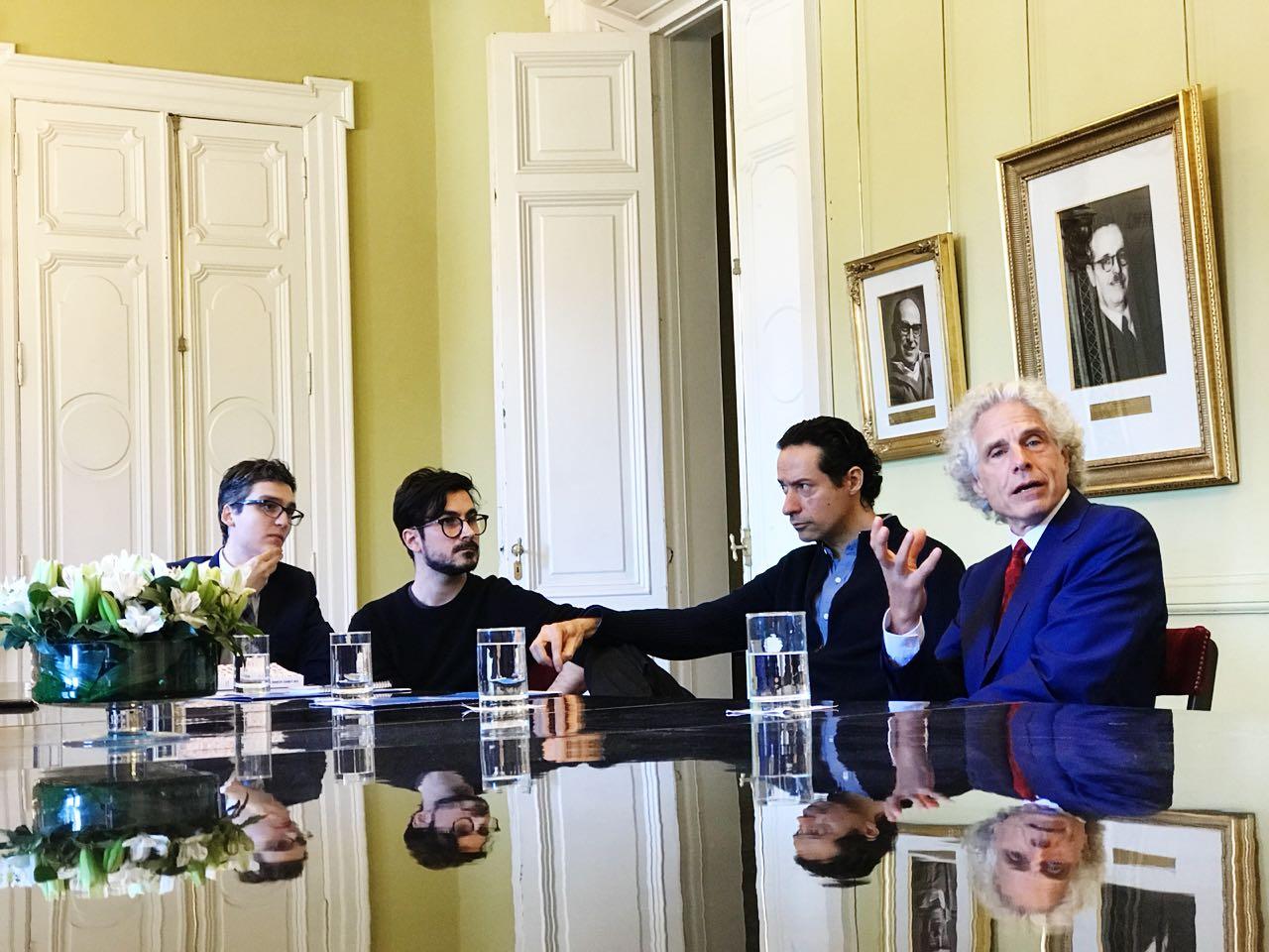 Pablo Marzocca, Valentín Muro, Iván Petrella y Steven Pinker en el Salón de los Científcos, en la Casa Rosada.