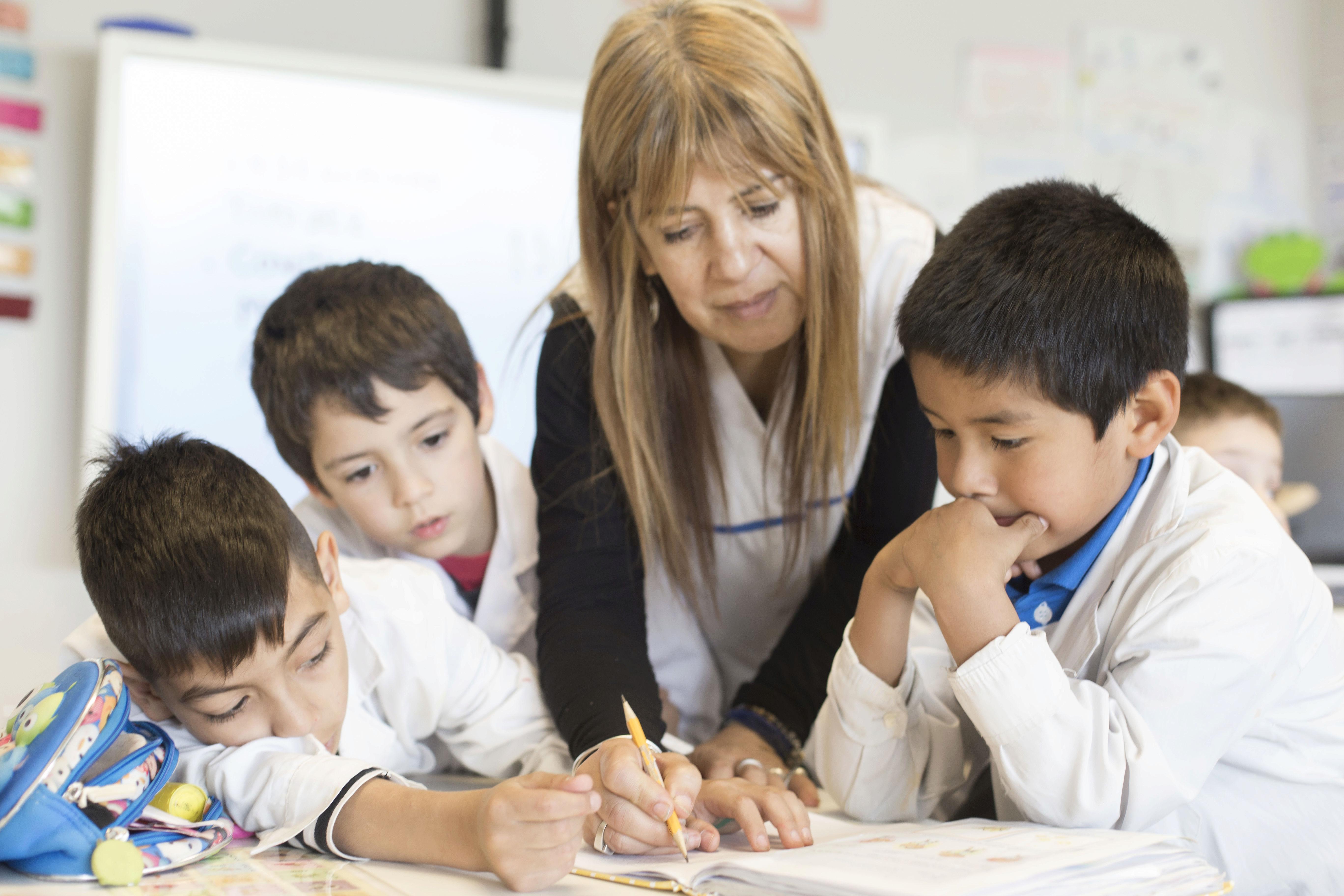 Prueban cambios en la forma de enseñar a leer y escribir