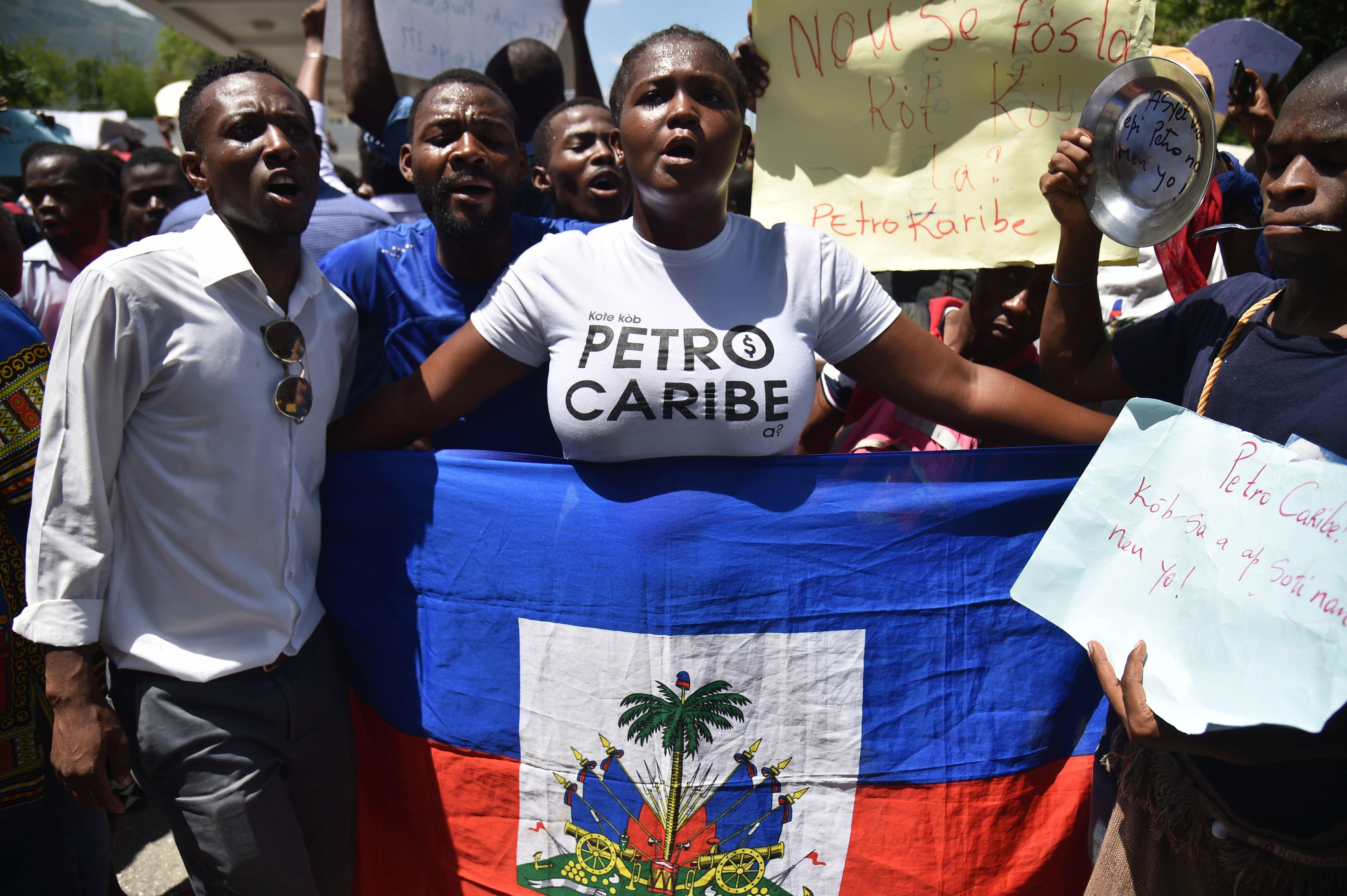 Cómo un escándalo de corrupción despertó a los jóvenes haitianos (son el 70% de la población y se movilizan por su futuro)