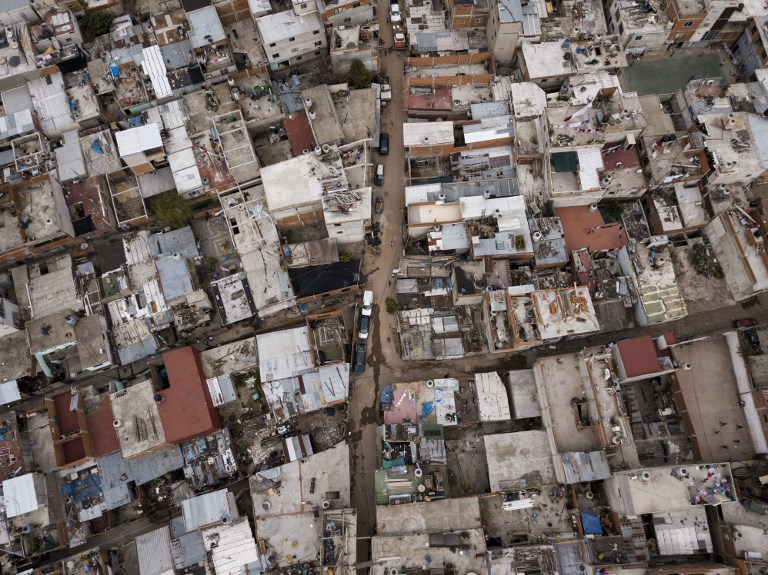 Aerial view of Villa Zavaleta shantytown in Buenos Aires, on September 24, 2018. - The 1,200 families living in Villa Zavaleta, a poor slum of Buenos Aires, were already struggling to cope with their daily needs, but the economic crisis of recent months has put them on their knees. (Photo by IVAN PISARENKO / AFP)