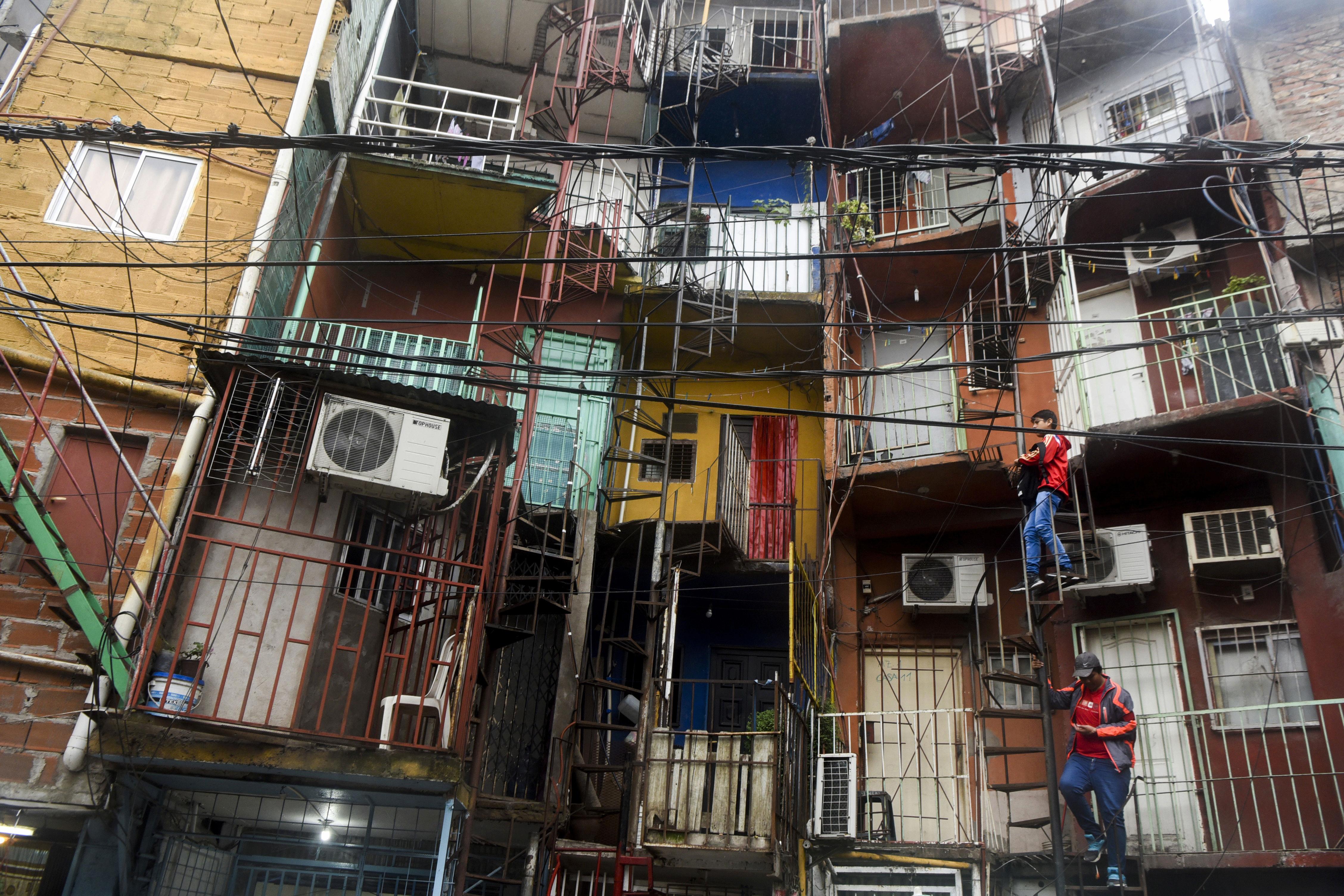 Entrega de títulos de propiedad en villas: casos de éxitos y fracasos