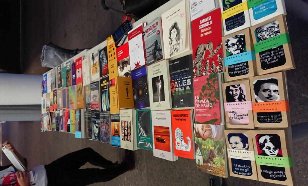 Llos libros de los autores que están de visita en el FILBA, en venta en las sedes.