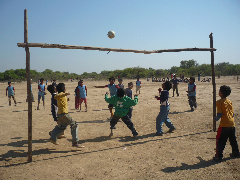 Unas 600 escuelas del país y del mundo hicieron acciones solidarias y lo festejaron jugando al fútbol