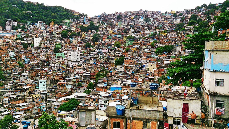 FOTO-4.-La-favela-Rocinha-es-la-más-poblada-de-Rio-de-Janeiro.-Foto_-Diego-Granda