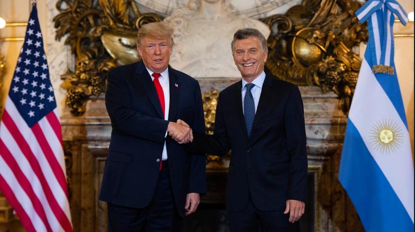 El día que Trump le mandó un cheque volador a Macri para su campaña