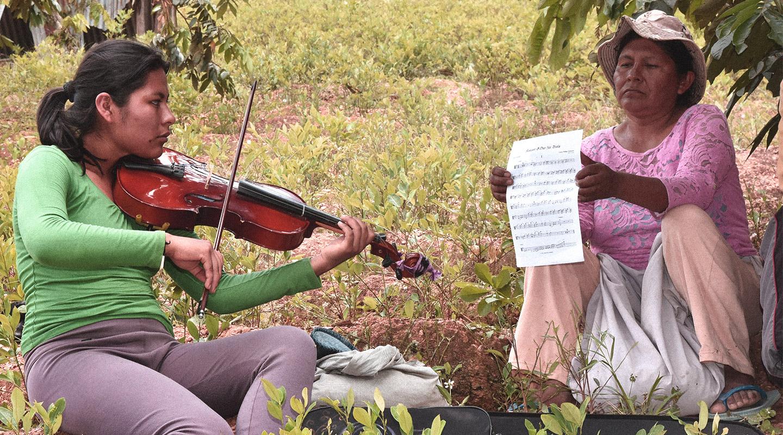 La orquesta que está transformando la vida de los jóvenes de Chulumani