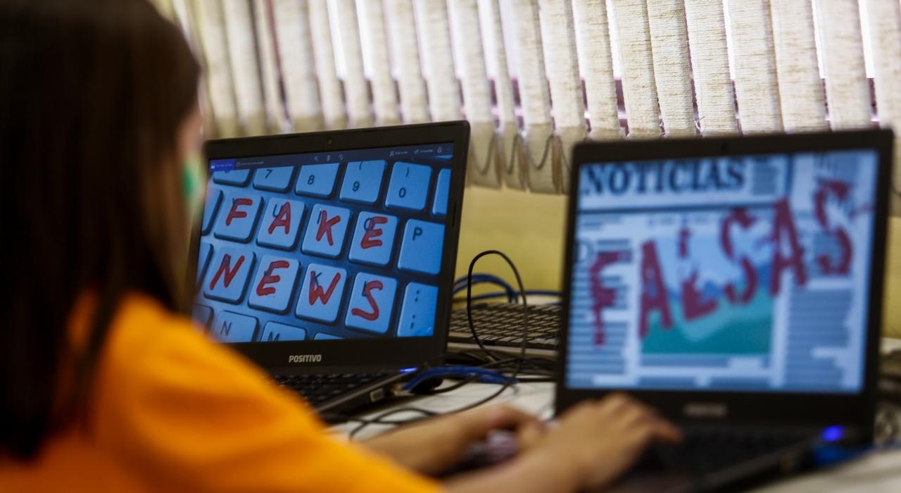 """Fake News y el discurso en la """"plaza pública"""" moderna"""