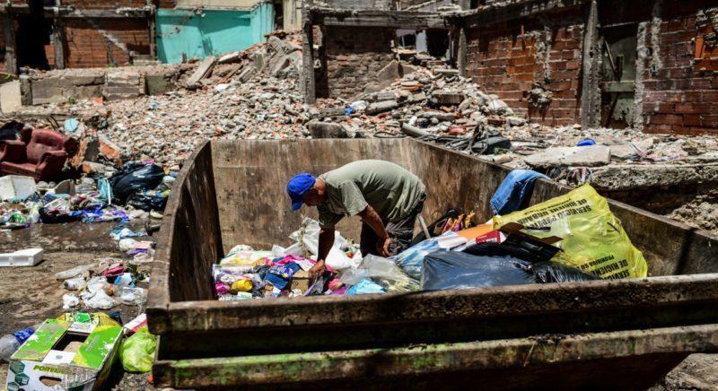 El impacto de la recesión: casi 2 millones de personas cayeron en la pobreza