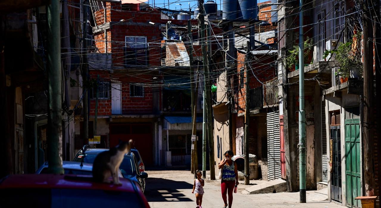 Viviendas, cloacas y acceso a un medio ambiente saludable, tres avances que contrastan con el aumento de la pobreza en la Argentina
