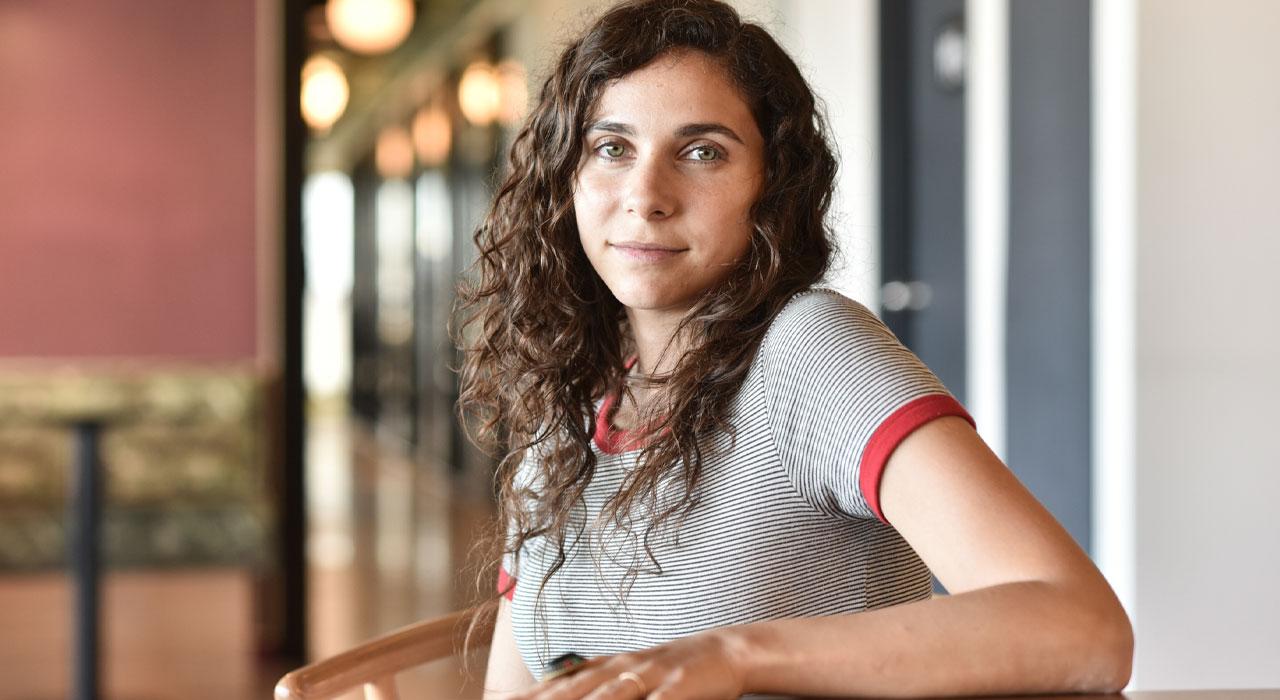 Ariana Budasoff / Editora