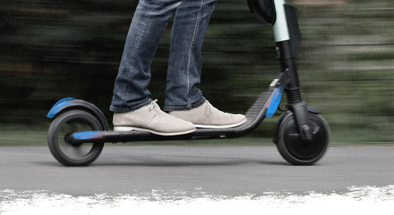 Monopatines y autos compartidos: la movilidad porteña suma alternativas por ahora exclusivas