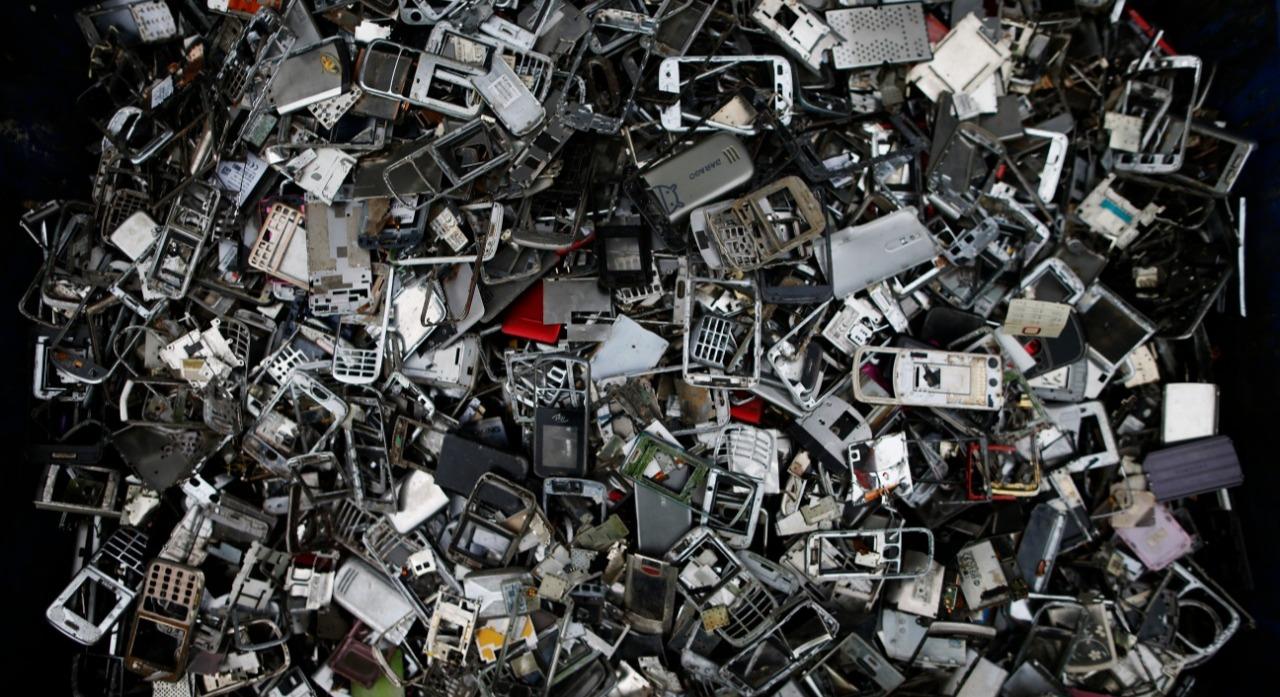 La tragedia de los celulares: ¿se rompen rápido o los programan para que dejen de funcionar?