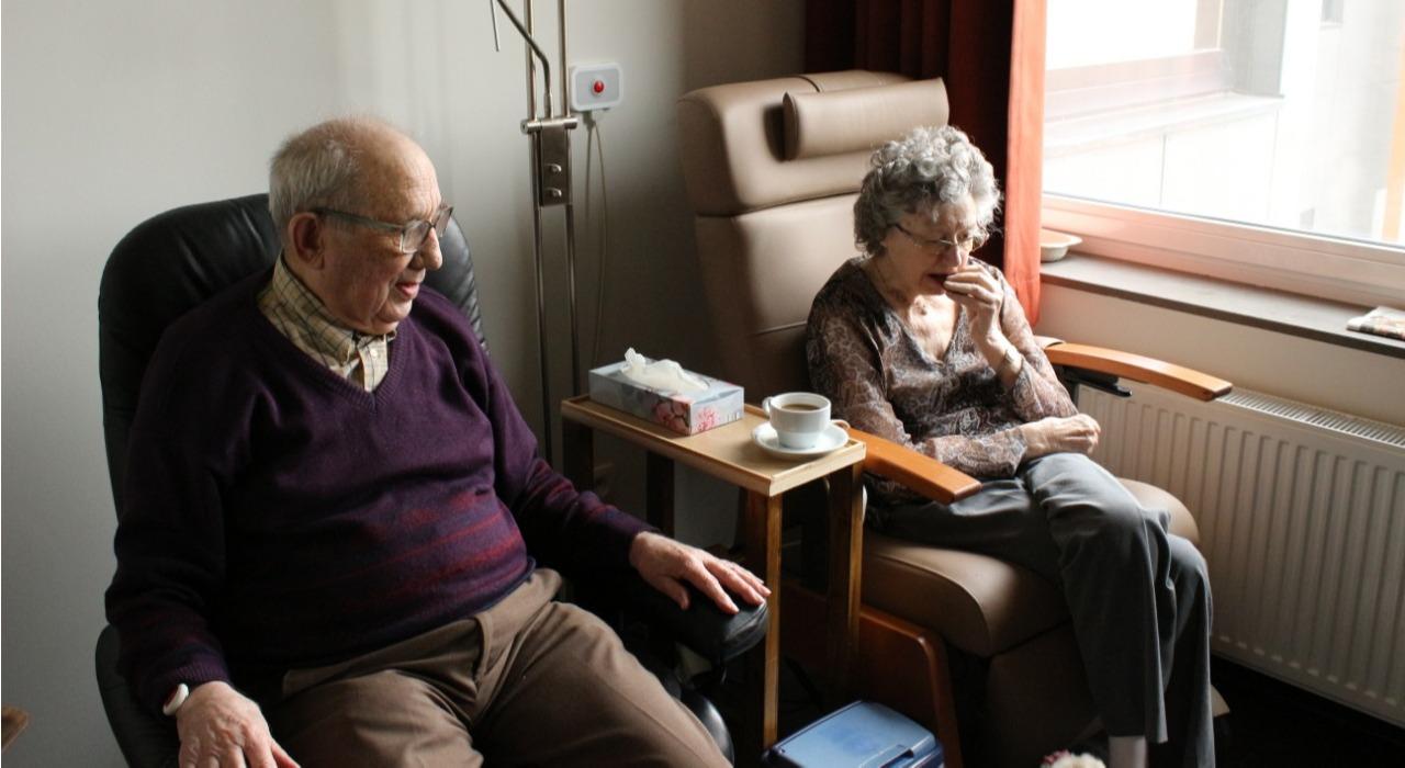 Una plataforma online gratuita da herramientas para personas que cuidan adultos mayores