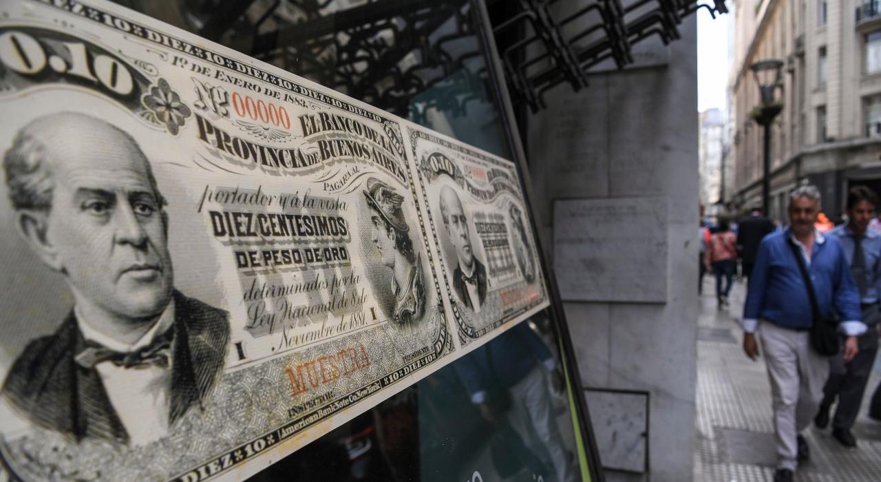 Evitar el default: lo que podría significar para la educación, salud, pobreza y el bolsillo de los argentinos