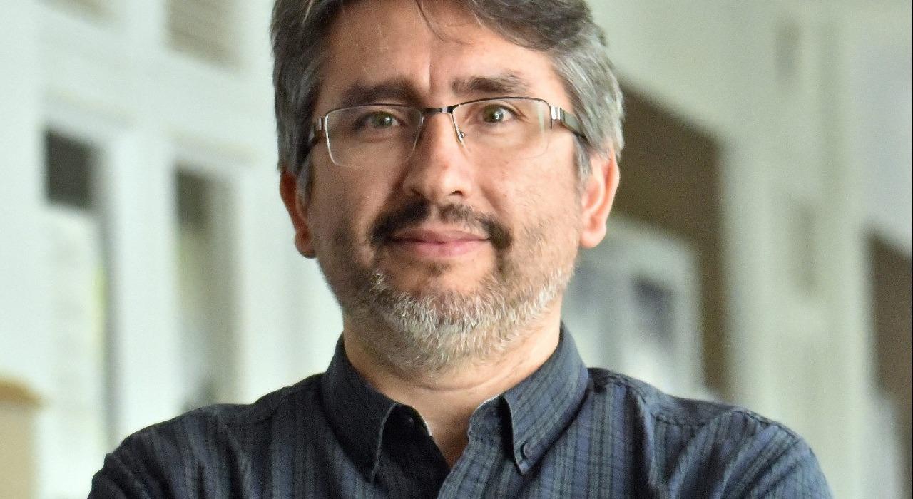 """Dante Castillo Canales: """"Puede ser una gran oportunidad para integrar tecnologías al aula"""""""