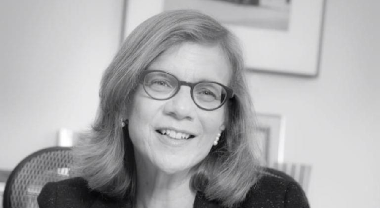 Qué hace una firma de lobby y por qué es necesario el lobby, según Karen Tramontano