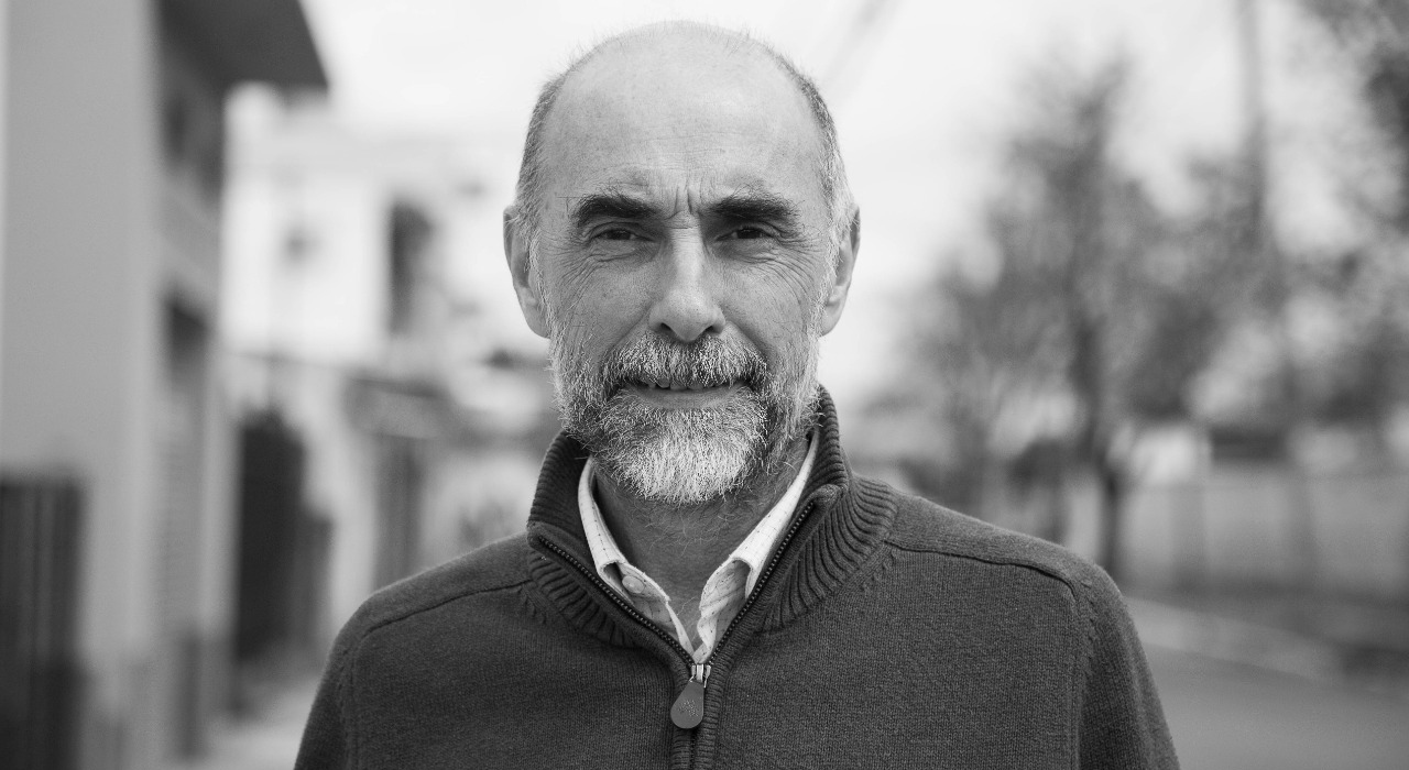 Quién es el físico argentino que explica el impacto de la pandemia en hilos de Twitter que son tendencia