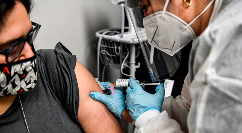 El gran desafío para los países pobres: acceder a las de vacunas contra la COVID