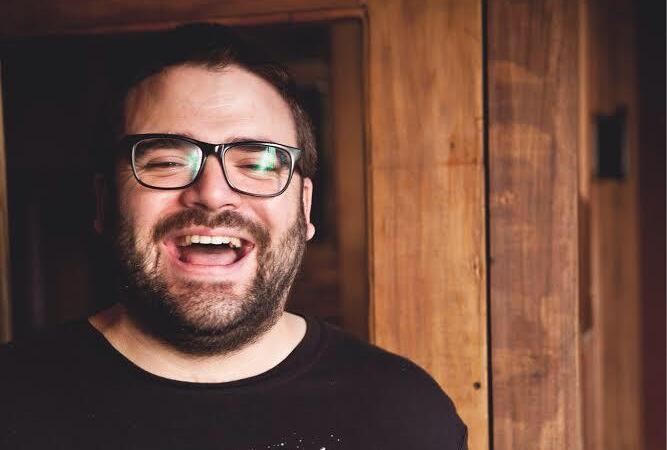 Lo más escuchado de Spotify, 3 preguntas a Julián Díaz (del bar 878)... y su receta de tarta de alcauciles