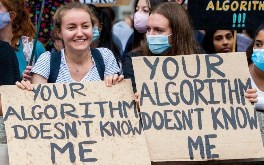 Caos en Reino Unido por un algoritmo que discriminó adolescentes
