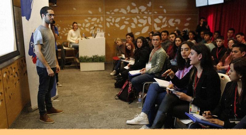 Cómo organizaciones sociales y empresas como Google buscan hackear al sistema educativo tradicional