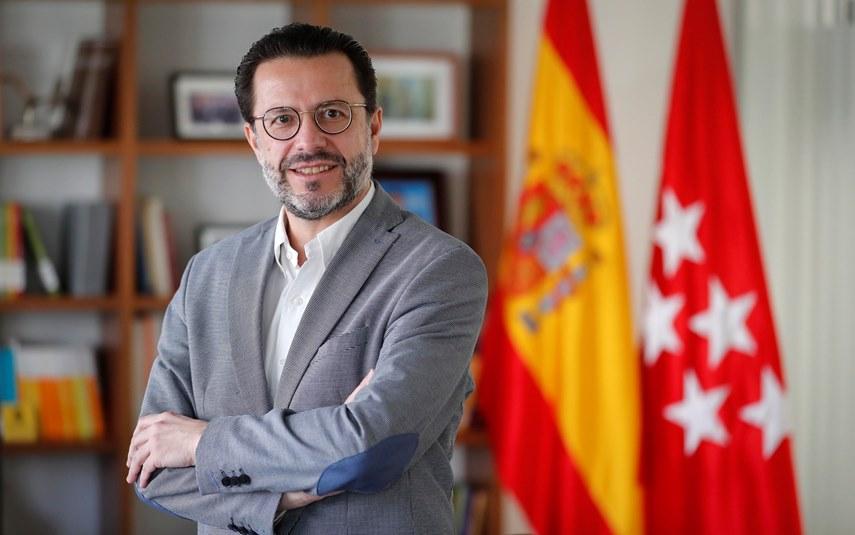"""La visión de un funcionario madrileño: """"Las soluciones económicas tienen que venir del lado empresarial, que es el que genera empleo"""""""