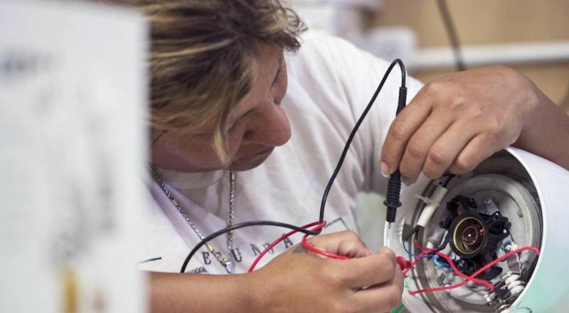 Cómo funciona el proyecto con impacto social que ofrece electrodomésticos más baratos y dio un salto en la pandemia