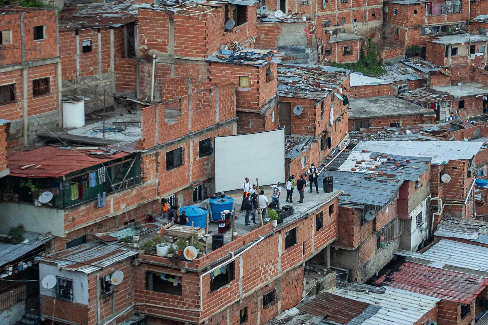 Cultura en los techos: el oasis de los vecinos en uno de los barrios más peligrosos del mundo