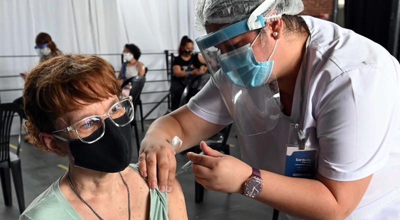 ¿Qué efectos secundarios tienen las vacunas contra el coronavirus?