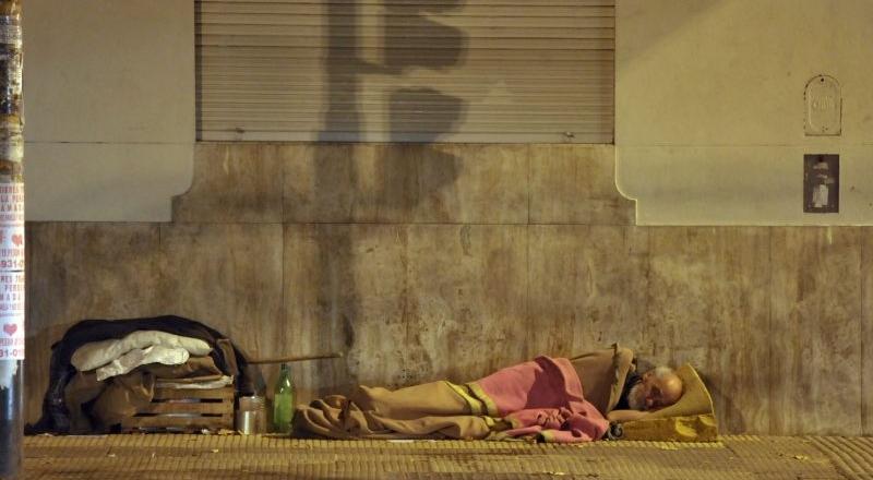 """El análisis de un voluntario de Ayuda Urbana: """"Hay gente en la calle que necesita hablar con alguien, nadie la registra y eso la tira abajo"""""""