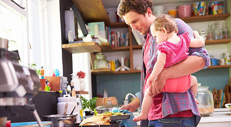 """""""Día del padre"""": ¿qué políticas públicas pueden promover una mayor igualdad y garantizar el derecho de los padres a cuidar?"""