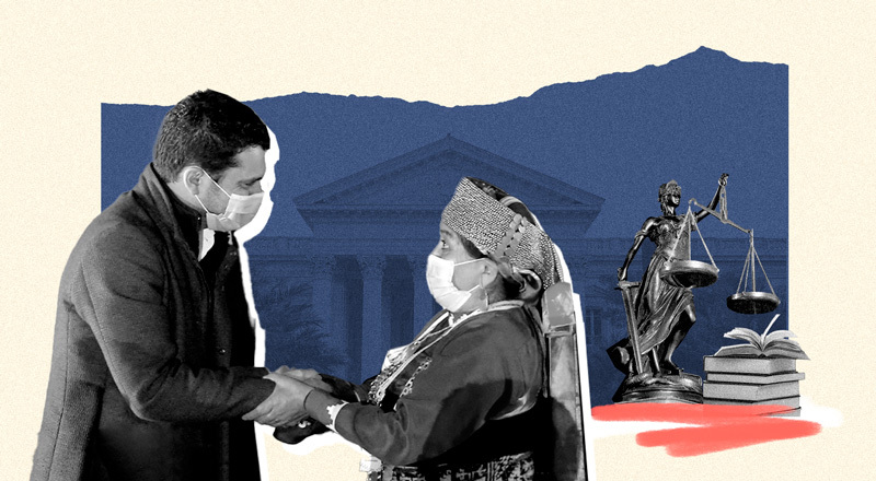 Un hombre saluda a una mujer indígena con el Congreso de fondo.