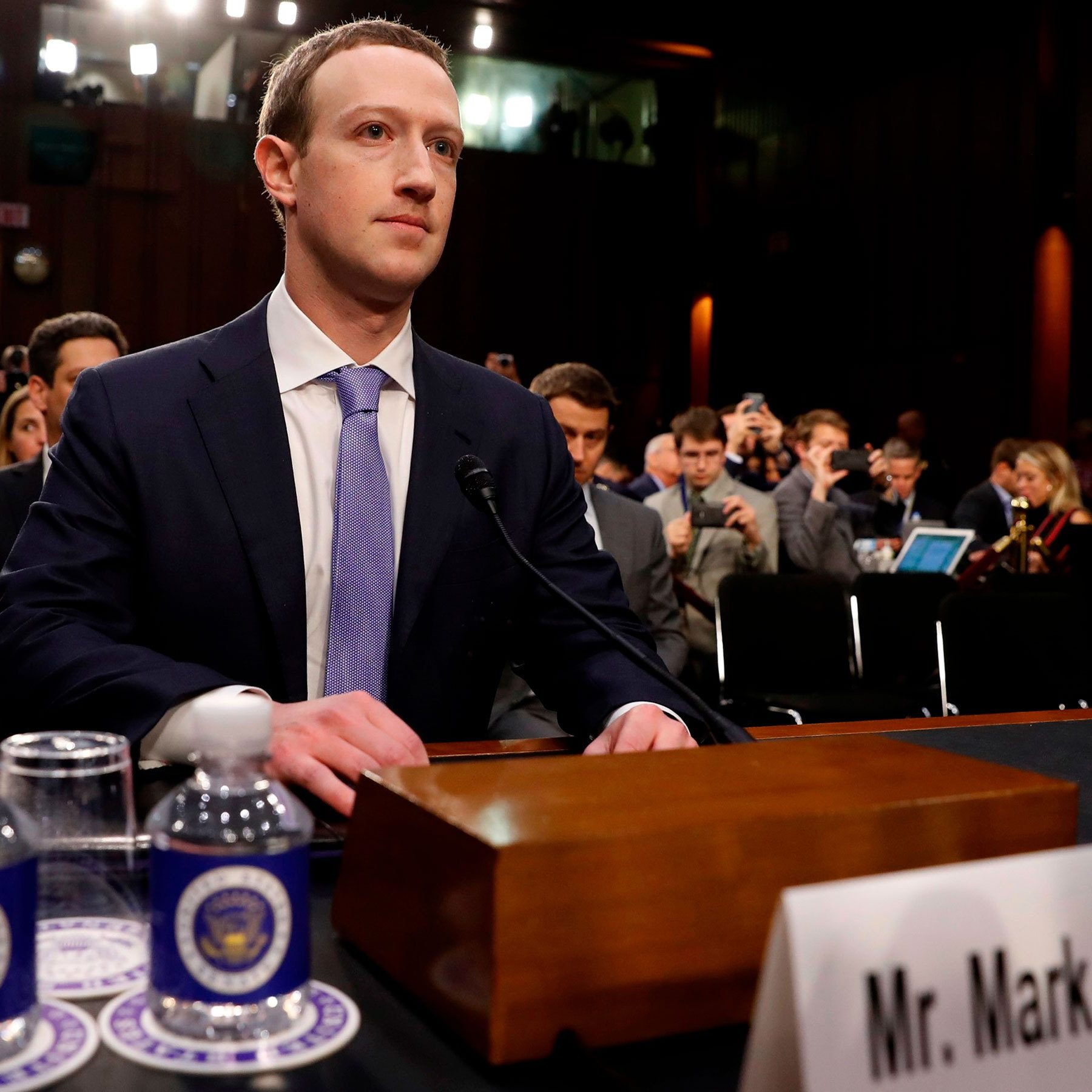 2018-04-10T184623Z_724810376_HP1EE4A1G5B54_RTRMADP_3_FACEBOOK-PRIVACY-ZUCKERBERG